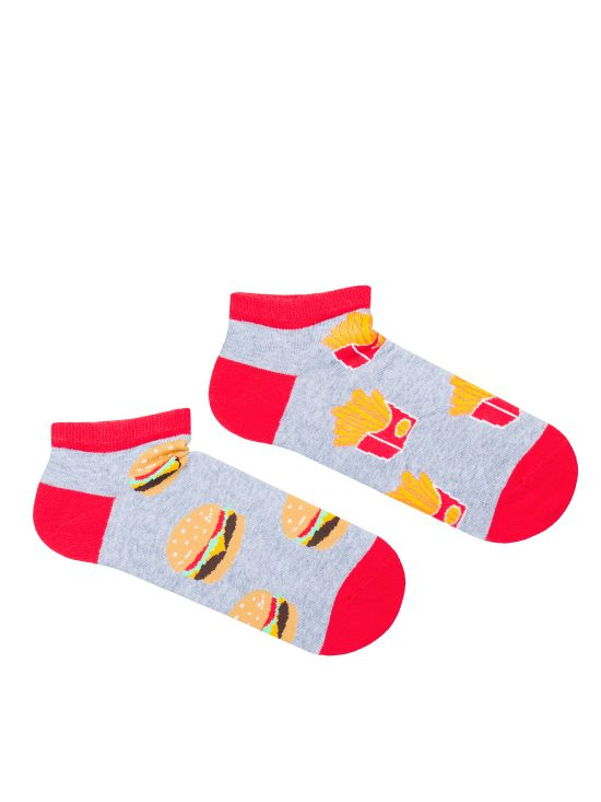 kolorowe stopki damskie, dwie inne na jenej hamburgery na drugiej fryki na szarym tle