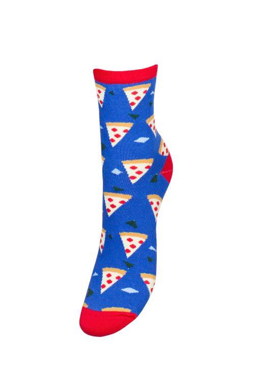 Kolorowe skarpetki damskie w kawałki pizzy na chabrowym tle