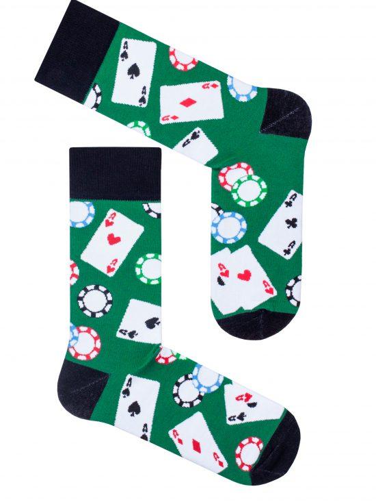 Skarpetki poker w żetony i karty na zielonym kolorze