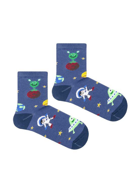 Skarpetki dziecięce w motyw kosmosu, na jeansowym tle