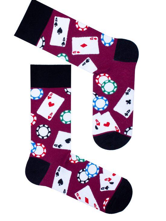 Skarpetki poker w żetony i karty na bordowym kolorze