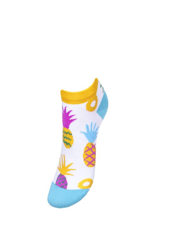 Kolorowe stopki damskie na jednolitej białej podstawie w kolorowe ananasy z błekitnym wykończeniem, ściągacz w kolorze żółtym
