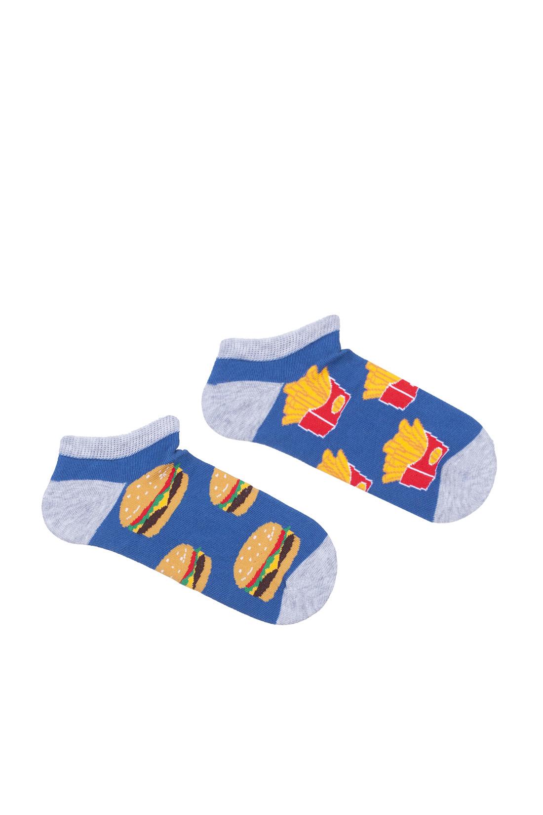 Kolorowe stopki dziecięce w frytki i hamburgery,dwie różne stopki na niebieskiej podstawie