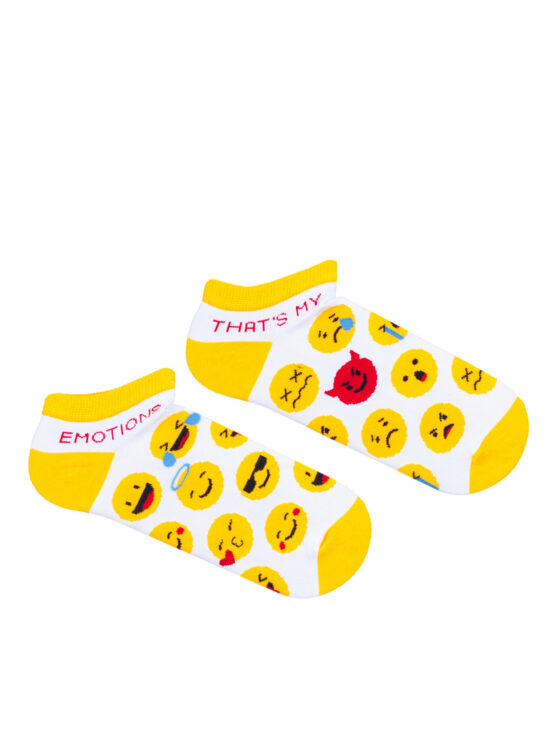 Kolorowe stopki damskie w emotki na białym tle, dwie różne z żółty wykończeniem