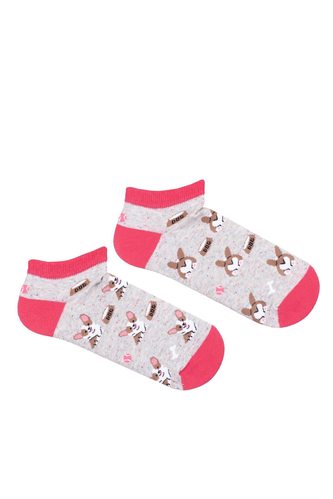 Kolorowe stopki damskie piesek corgi,dwie różne na szarym tle z różowym wykończeniem