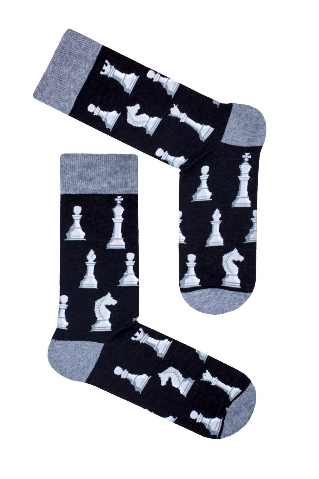 Kolorowe skarpetki męskie,czarne z melanżowym wykończeniem. Skarpetki ze wzorem szachów.