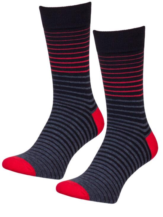 Skarpetki do garnituru, w czarne i czerwone paski na ciemnoszarej i czarnej podstawie z czerwonym wykończeniem