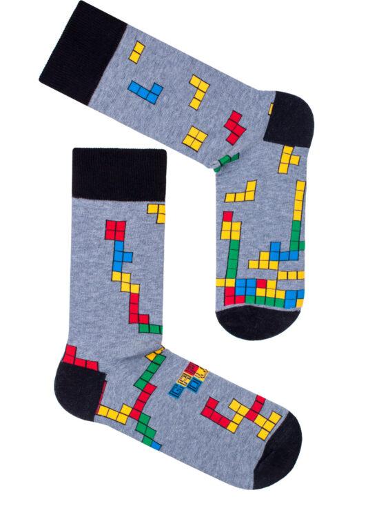 Kolorowe skarpetki męskie, w tetrisa na szarym tle z czarnym wykończeniem